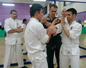 Sifu Archimede Tentindo spiega il Lap sao, un esercizio di base nel Wing Chun - Ving Tsun