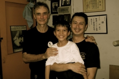 ving-tsun-brother-jon-dep-to-the-right-and-one-nice-little-brotherat-the-center-_2-malesia-2012-con-sifu-david-peterson-15